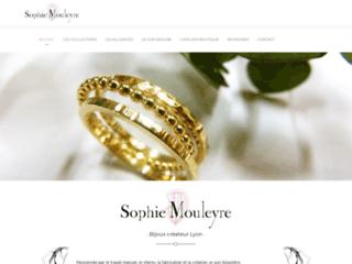 Détails : Sophie Mouleyre, créatrice de bijoux uniques et personnalisés.