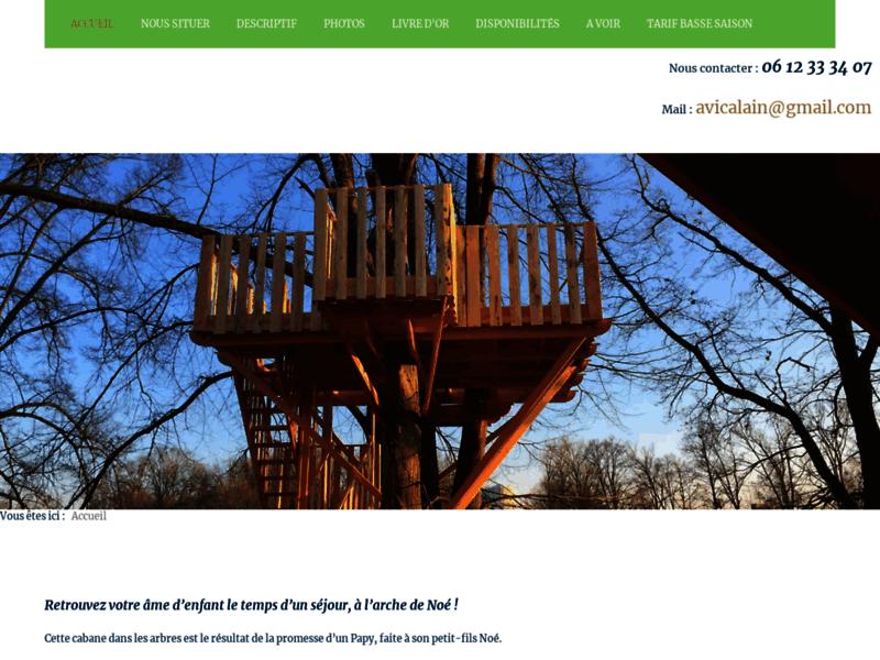 Arche de Noé, cabane en bois dans les arbres